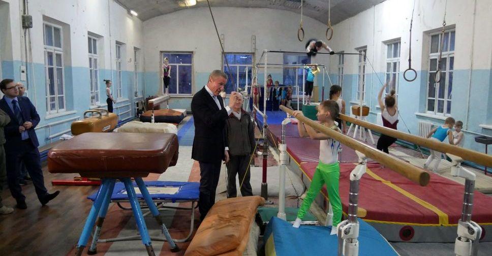 Сергей Бубка привез современное гимнастическое оборудование для спортсменов Бахмута
