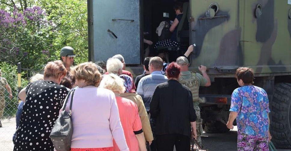 Утром боевики два раза обстреляли КПВВ «Гнутове», накотором находилось большое количество гражданских